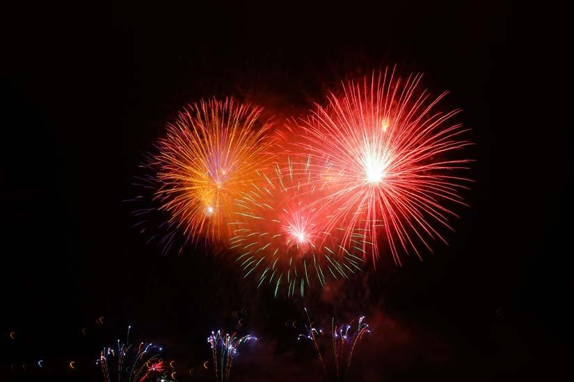 rocket-red-orange-fireworks